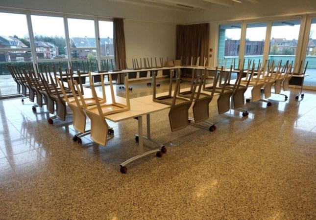 sedia impilabile Hoth e tavolo con piano ribaltabile archimede vanno a scuola