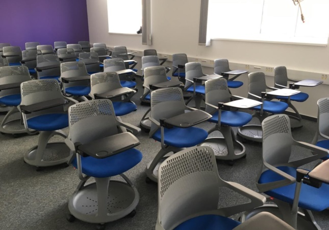 Sedie Rover tappezzate in una sala conferenze